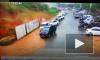 Видео из Китая: Мощный оползень смысл стоянку с автомобилями
