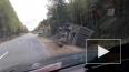 Видео: в Ленобласти перевернулся грузовик
