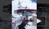 """Жуткое видео из Грузии: """"Взбесившийся"""" подъемник на горнолыжном курорте покалечил 8 человек"""