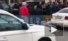 Видео: у тела погибшего на Ивановской улице собралась толпа