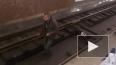 Видео: неадекватный «диггер» чудит в петербургском метро