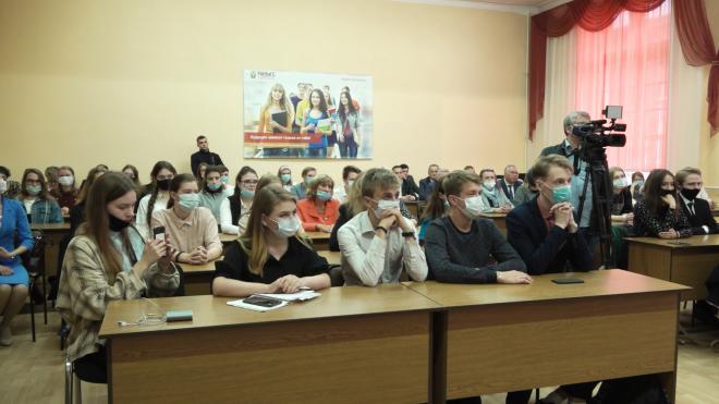 Губернатор Ленобласти пообщался со студентами вузов