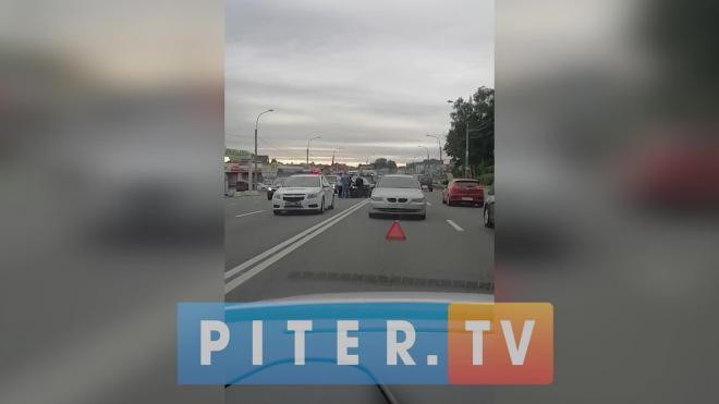 На Выборгском шоссе произошло ДТП с участием двух иномарок