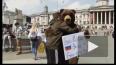 """Доброе видео из Лондона: """"Русский медведь"""" обнимал ..."""