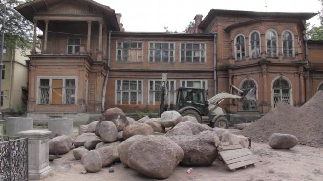 Петербуржцев зовут веселиться в аварийно-опасной даче Громова