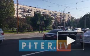 Авария двух внедорожников остановила движение трамваев на Новочеркасском проспекте