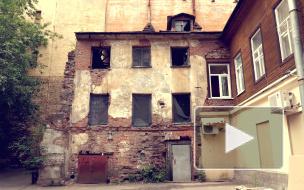 Видео: собственников попросили отремонтировать заброшенный флигель на ВО