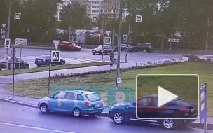 На Витебском проспекте легковушка подрезала ВАЗ