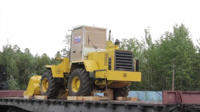 Петербург направил в Крым технику и оборудование