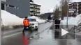 Давос: На полицейского наехал автомобиль из кортежа ...