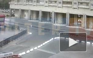 Мужчина в нижнем белье выпал из окна на Морской набережной