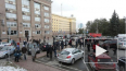 Видео: в Челябинске массово эвакуируют учебные учреждени...