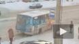 На Светлановском проспекте маршрутка попала в плен ...
