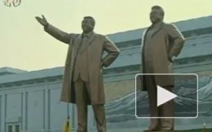 В Пхеньяне открыли две гигантские статуи бывших лидеров КНДР