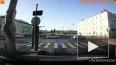 Видео: на Дворцовой набережной кроссовер врезался ...