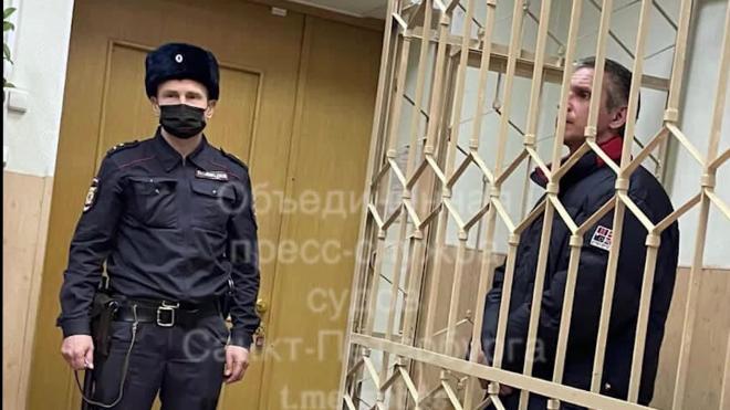 Безмасочника, который зарезал пассажира маршрутки в Петербурге, заключили под стражу