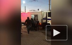 В Минске протестующий заблокировал движение по одной из веток метро