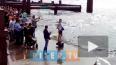Военные суда окатили петербуржцев водой