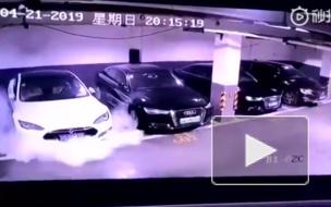 Опубликовано видео момента взрыва автомобиля Tesla в Шанхае и его последствий