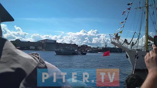 Военные атташе более 30 государств оценили парад на День ВМФ в Петербурге