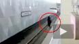 """Опубликовано видео падения: В Москве на станции """"Селигер..."""