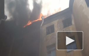 Пожар в университете имени Бонч-Бруевича: дым и пламя заволокли внутренний двор