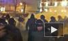 На Пушкинской площади задерживают людей с белыми ленточками
