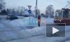 На Выборгском шоссе на трамвайных путях застрял автомобиль Audi