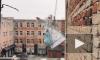 В Воронеже Дед Мороз забрался на стену учебного заведения