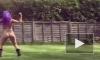 Видео: британская модель на радостях устроила голые танцы в саду