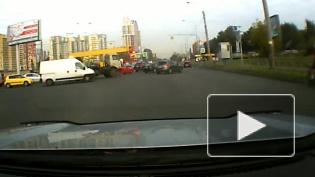 Массовое ДТП на проспекте Маршала Блюхера попало на видео