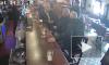 Видео: Конор Макгрегор ударил пожилого мужчину за отказ выпить его виски