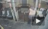 Видео: неизвестный напал с огнетушителем на кондуктора трамвая