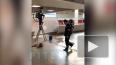 В Пулково пытаются устранить сильную течь из потолка: ...