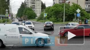 """В Колпино на перекрестке столкнулись """"Мерседес"""" и """"Ниссан"""""""