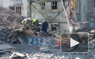Появились фото и видео с места обвала стены в Волхове