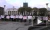 """Работники совхоза """"Ручьи"""" пикетируют у Финляндского вокзала"""