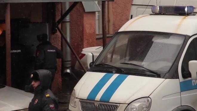 Двое грабителей избили и отобрали сумку с 5 миллионами у мужчины в Петербурге