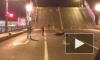 Мотоциклист, который перепрыгнул разведенный Дворцовый мост, разбил байк и разбился сам