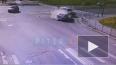 Skoda пробила ограждения после столкновения с Mitsubishi ...