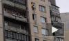 Видео: на Ленской улице мальчика спасли из квартиры с мертвым отцом