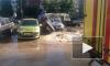 Прорыв трубы: на Маршала Захарова фонтан горячей воды перевернул авто