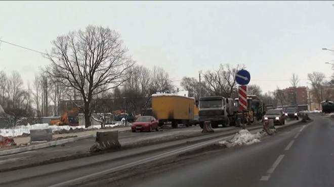 Сузили до двух полос. Дорожные работы на Санкт-Петербургском шоссе