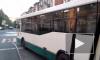 Видео: водитель петербургского автобуса решил сыграть наперегонки с трамваем