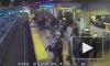 В Сан-Франциско работник станции спас пассажира, упавшего под поезд