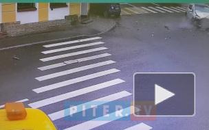 На Вознесенском проспекте две легковушки вписались друг в друга