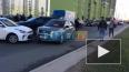Видео: На Муринской дороге машины объезжают ДТП по ...