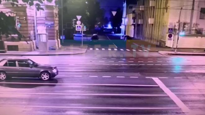 Авария на перекрестке Московского проспекта и Малой Митрофаньевской попала на видео