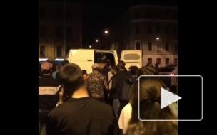 Ночью на Думской улице полиция задержала компанию мужчин