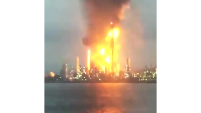 Мощный пожар и взрыв произошли на химзаводе в Китае